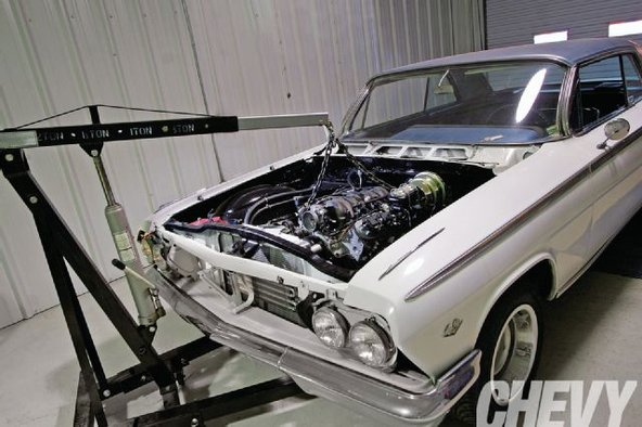 blog_ls-engine-swap-muscle-cars-engine-bay.jpg